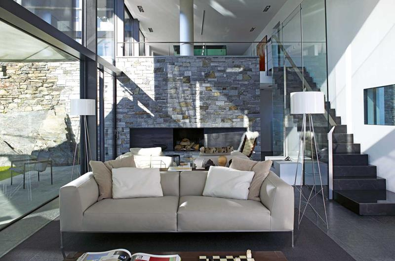 21 Living Rooms With Huge Picture Windows-20