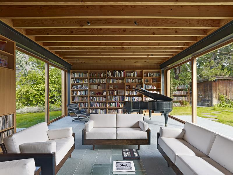21 Living Rooms With Huge Picture Windows-3