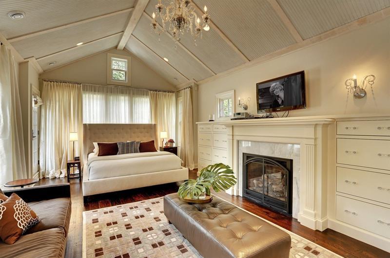 28 Master Bedrooms With Hardwood Floors-18