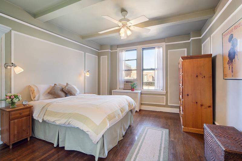 28 Master Bedrooms With Hardwood Floors-19