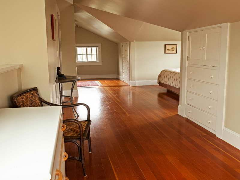 28 Master Bedrooms With Hardwood Floors-3