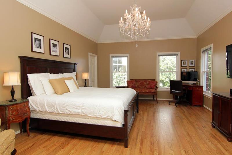 28 Master Bedrooms With Hardwood Floors-5