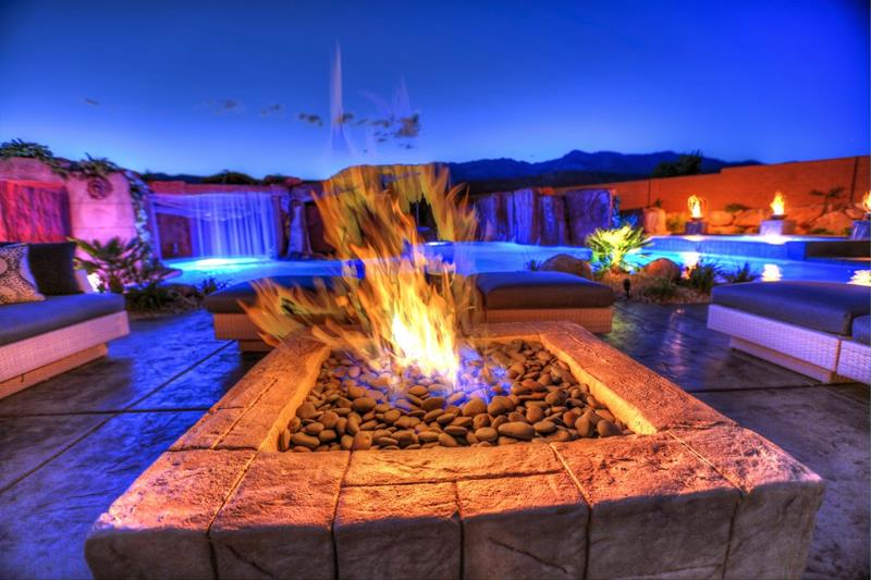 17 Amazing Backyard Fire Pits to Gather Around-12