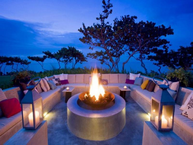 17 Amazing Backyard Fire Pits to Gather Around-15