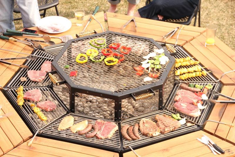 17 Amazing Backyard Fire Pits to Gather Around-7