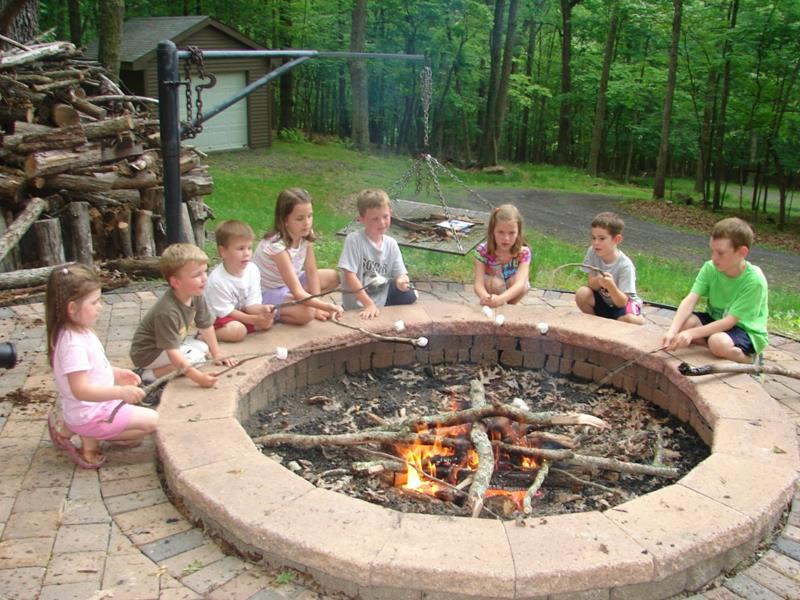 17 Amazing Backyard Fire Pits to Gather Around-title