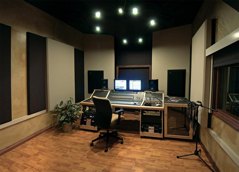 18 Amazing Home Studio Setups Any Musician Would Love-1