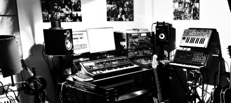 18 Amazing Home Studio Setups Any Musician Would Love-14