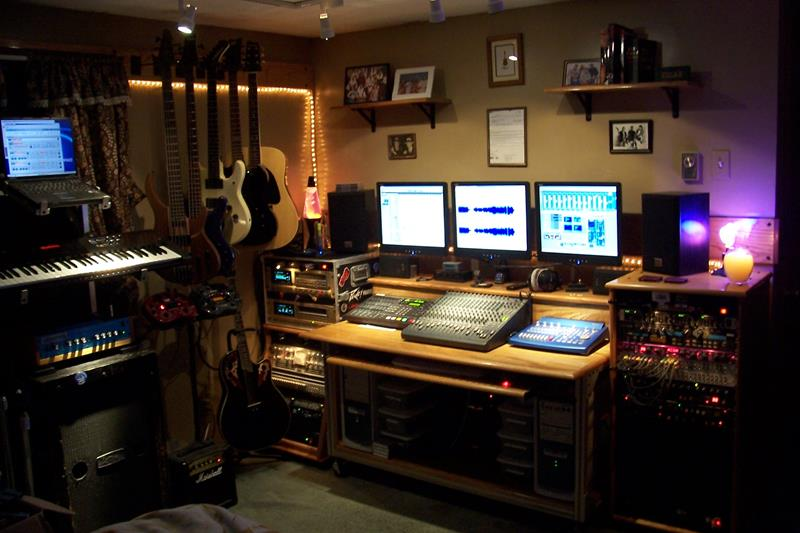 18 Amazing Home Studio Setups Any Musician Would Love-2