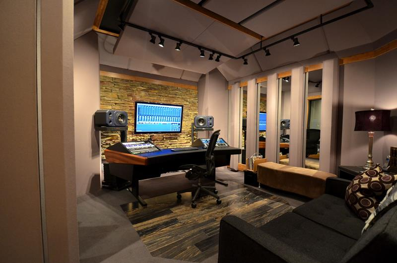 18 Amazing Home Studio Setups Any Musician Would Love-3