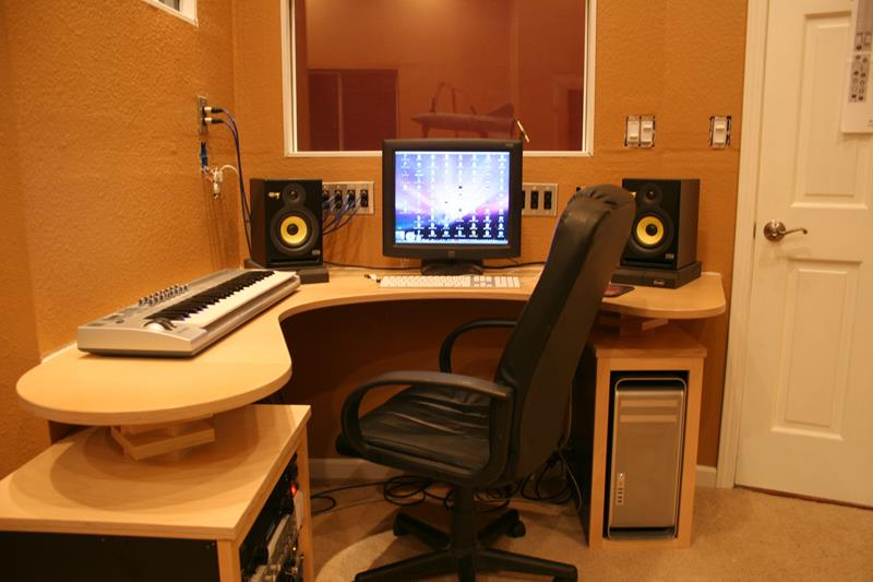 18 Amazing Home Studio Setups Any Musician Would Love-4