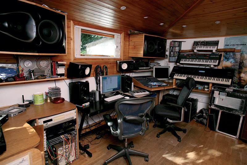 18 Amazing Home Studio Setups Any Musician Would Love-7
