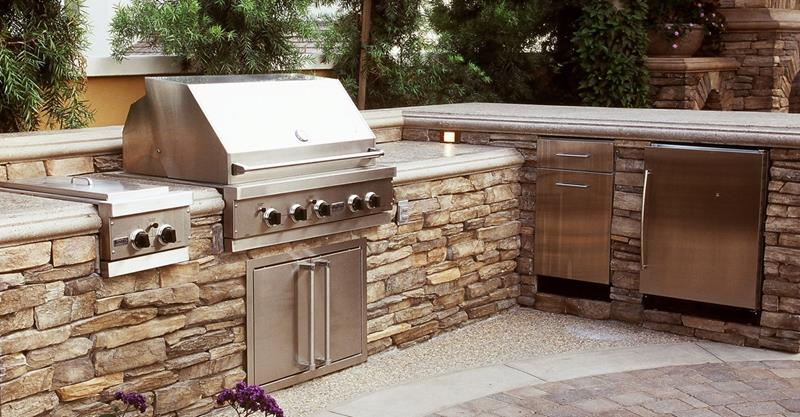 25 Outdoor Kitchen Designs That Will Light Up Your Grill-1