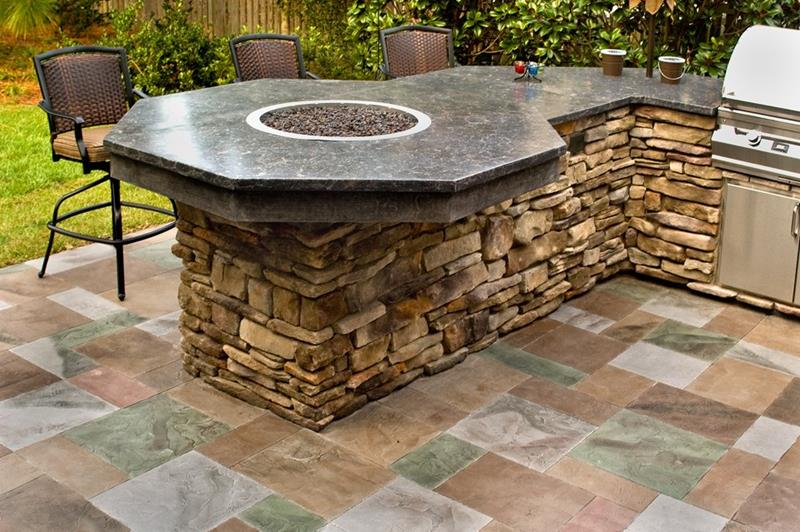 25 Outdoor Kitchen Designs That Will Light Up Your Grill-10