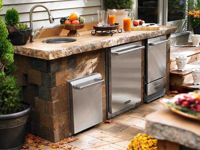 25 Outdoor Kitchen Designs That Will Light Up Your Grill-19