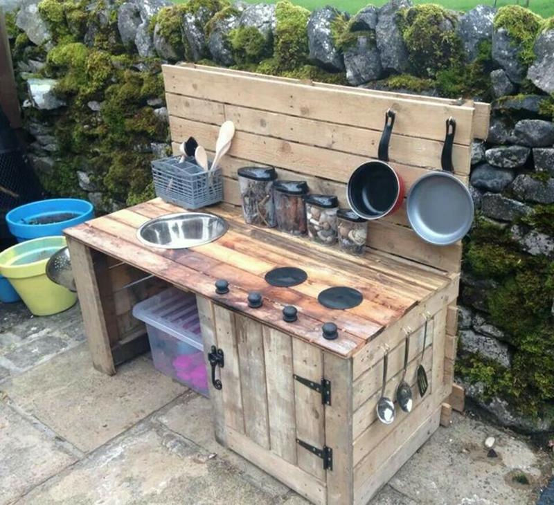 25 Outdoor Kitchen Designs That Will Light Up Your Grill-22