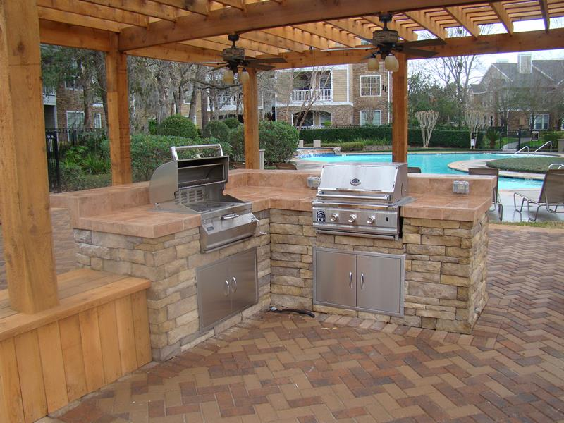 25 Outdoor Kitchen Designs That Will Light Up Your Grill-3