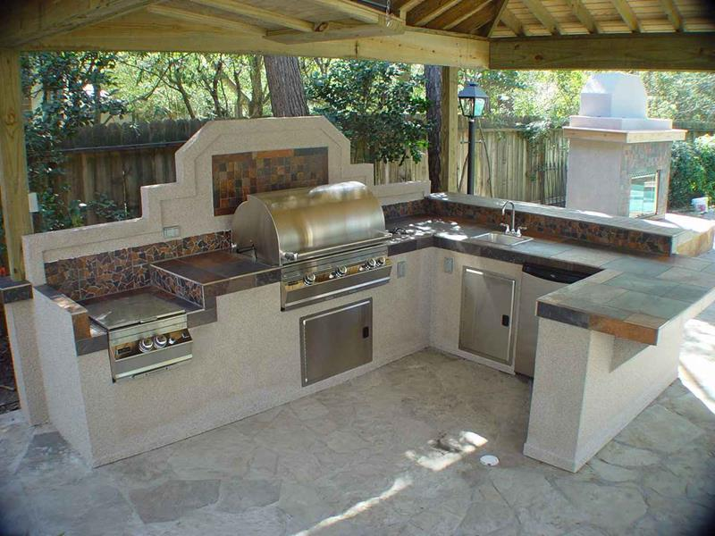 25 Outdoor Kitchen Designs That Will Light Up Your Grill-4