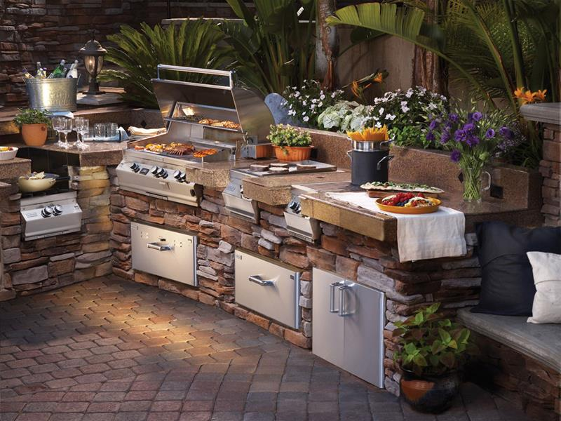25 Outdoor Kitchen Designs That Will Light Up Your Grill-title