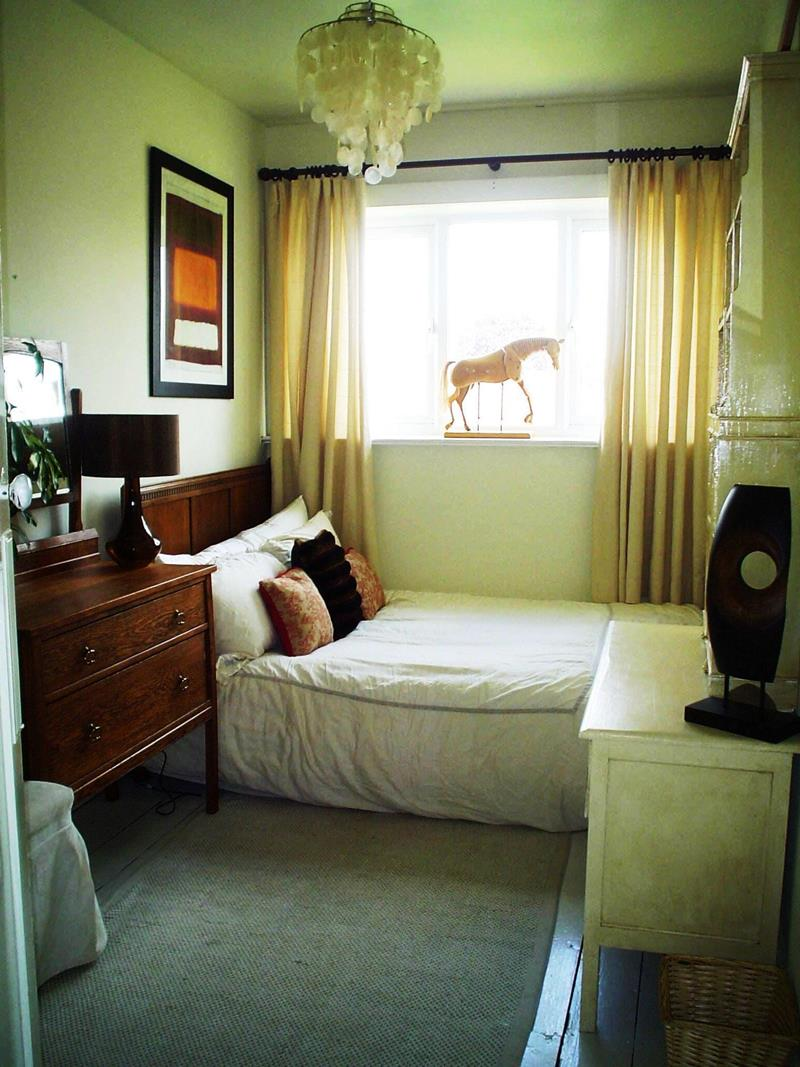 23 Efficient and Attractive Small Bedroom Designs-9