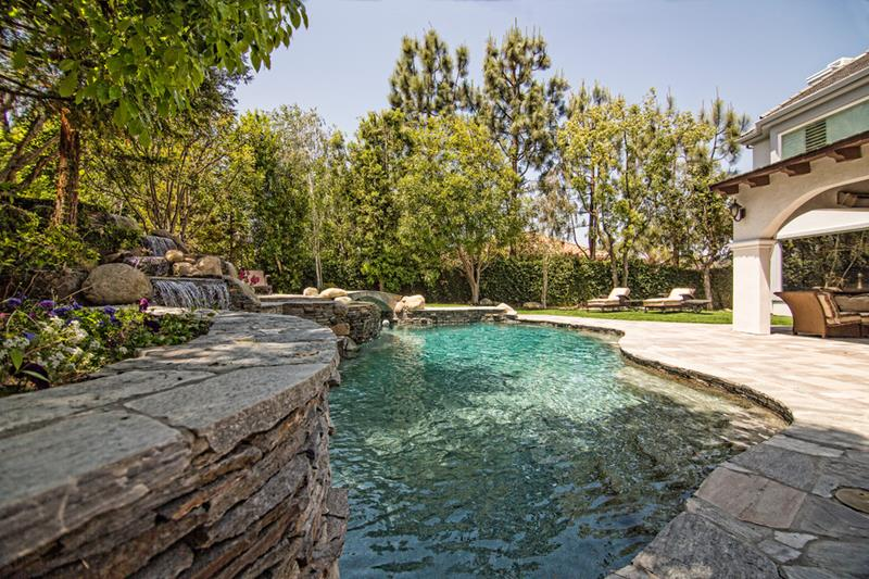 23 Visually Interesting In Ground Pool Designs-13