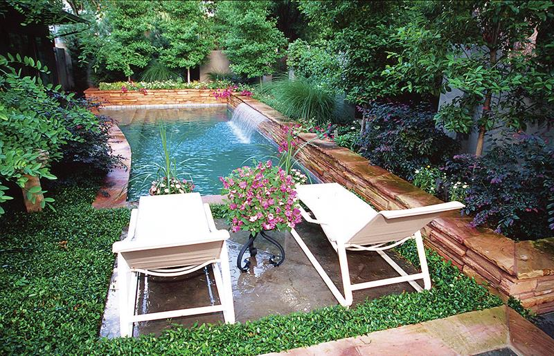 23 Visually Interesting In Ground Pool Designs-8