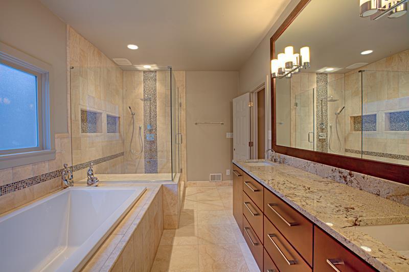 24 Incredible Master Bathroom Designs-21
