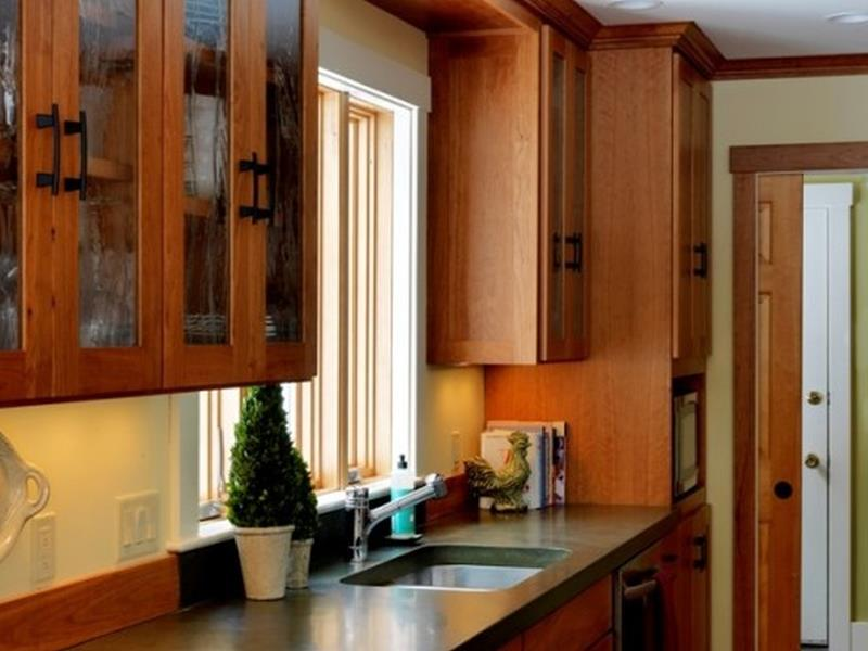 24 Pictures of Kitchens with Glass Cabinets-17