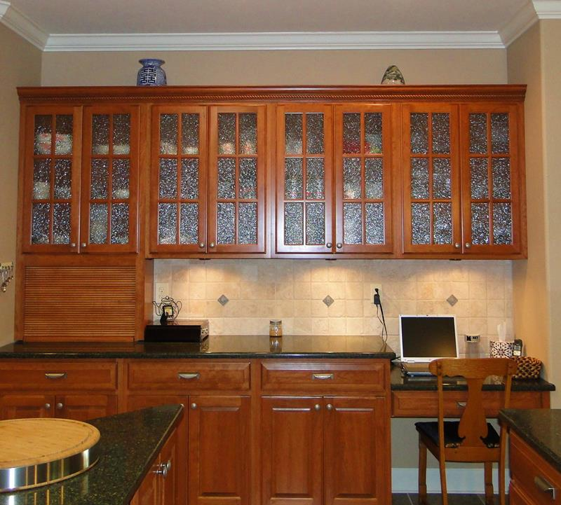 24 Pictures of Kitchens with Glass Cabinets-2