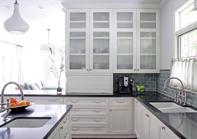 24 Pictures of Kitchens with Glass Cabinets-4