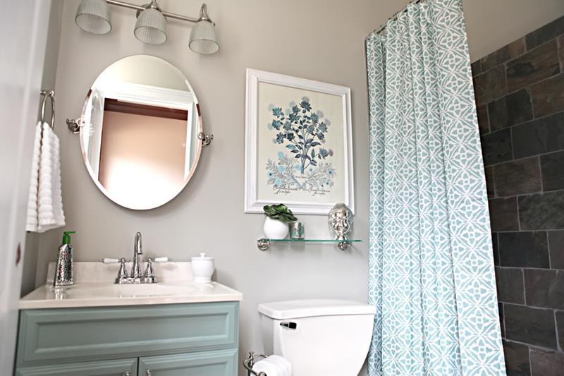 25 Serene and Feminine Bathroom Designs-20
