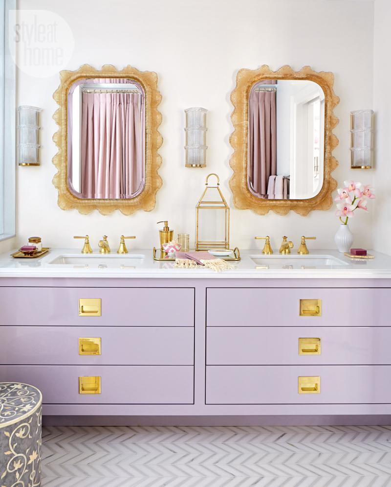 25 Serene and Feminine Bathroom Designs-23