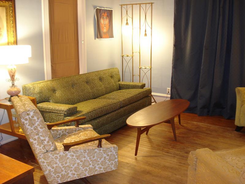 27 Beautiful Mid Century Living Room Designs-7