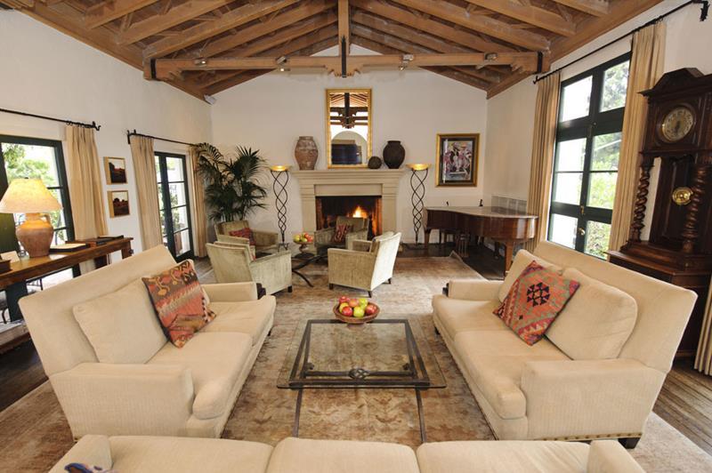 127 Luxury Living Room Designs-82