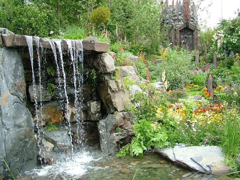 20 Backyards With Stunning Waterfalls-3