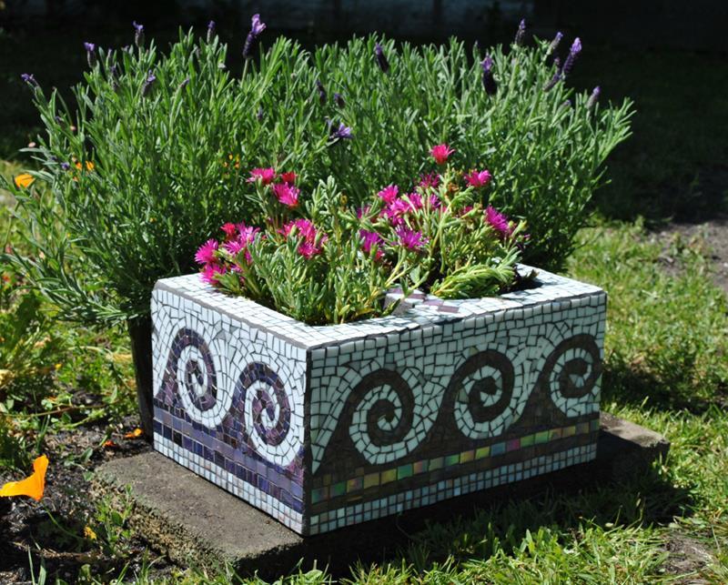 20 Unique and Inspirational Flower Pot Ideas-2