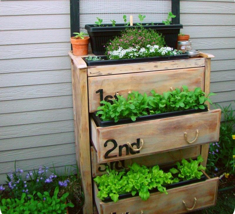 21 Beautiful Flower Box Design Ideas-10