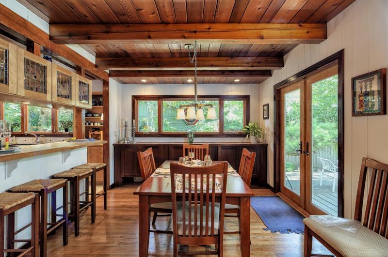 22 Amazing Craftsman Dining Room Designs-2