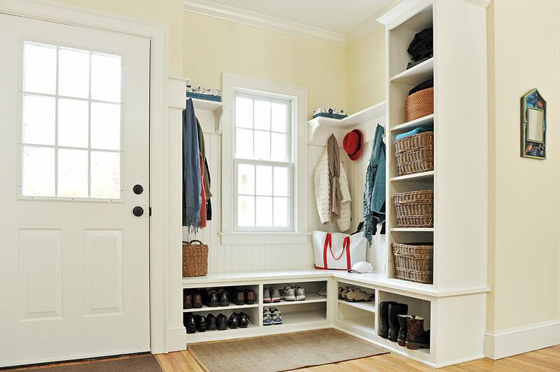 22 Attractive and Functional Mudroom Designs-title