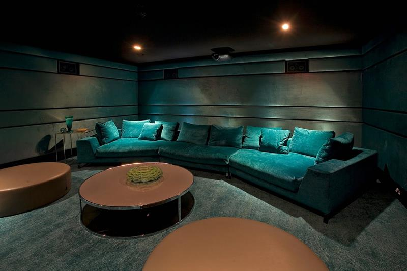 23 Amazing Finished Basement Theaters for Movie Time-20