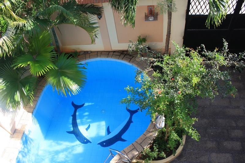 23 Amazing Small Swimming Pool Designs-17