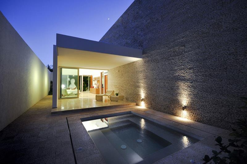 23 Amazing Small Swimming Pool Designs-18