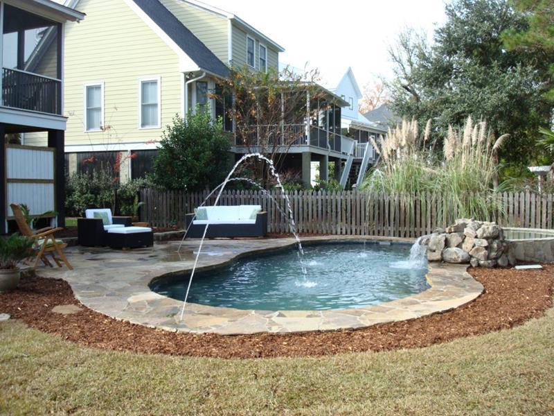 23 Amazing Small Swimming Pool Designs-19
