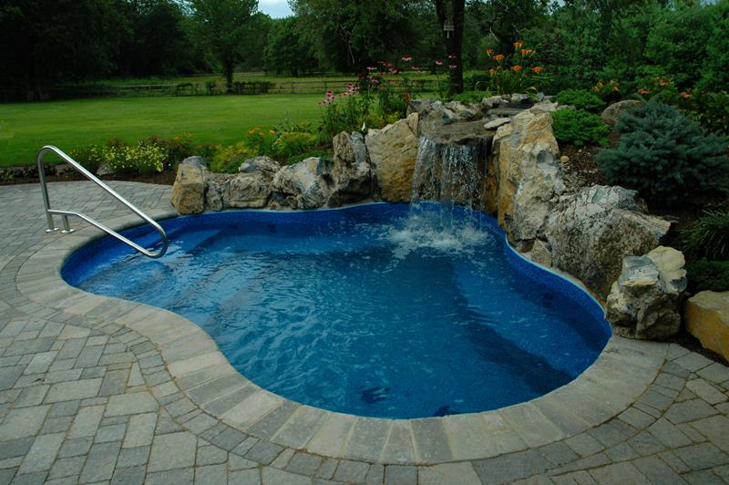 23 Amazing Small Swimming Pool Designs-2