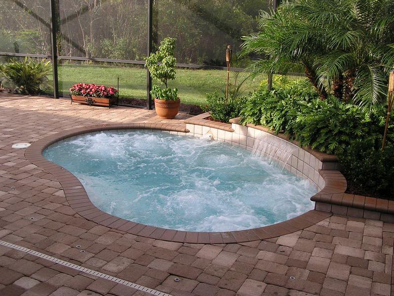 23 Amazing Small Swimming Pool Designs-4