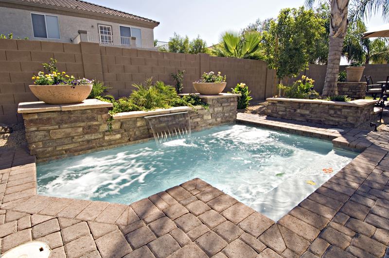 23 Amazing Small Swimming Pool Designs-6
