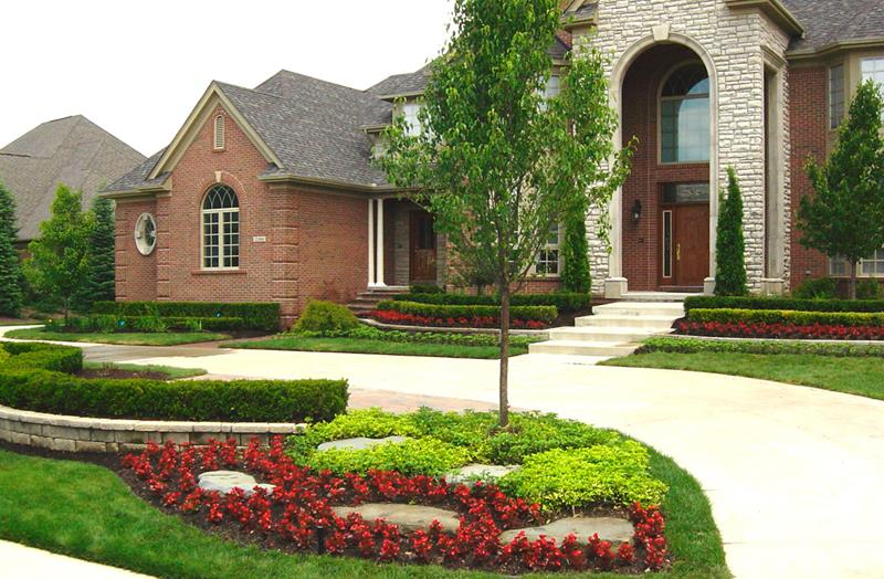 23 Pictures of Beautifully Landscaped Front Yards-1