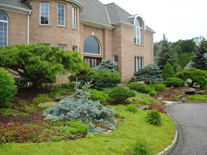 23 Pictures of Beautifully Landscaped Front Yards-12