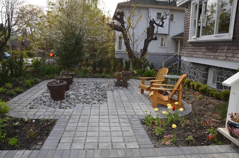23 Pictures of Beautifully Landscaped Front Yards-16