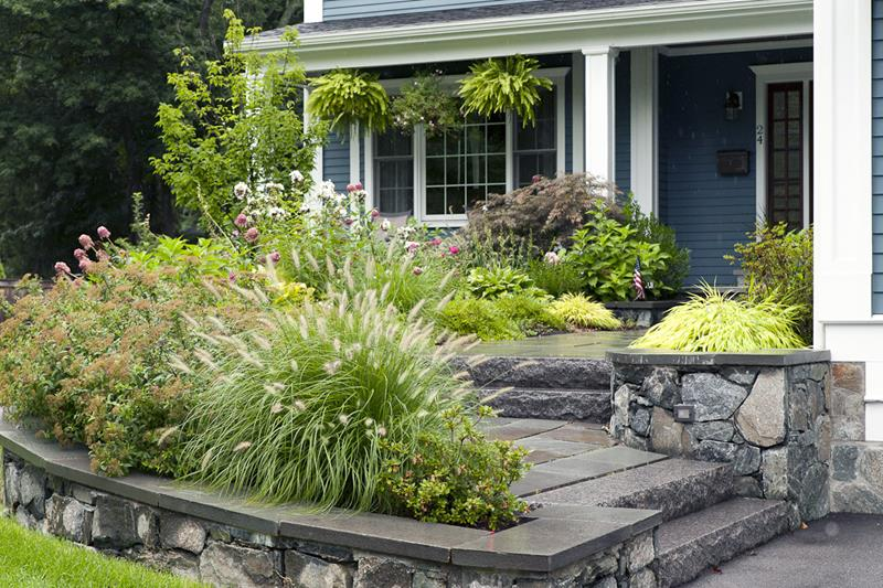 23 Pictures of Beautifully Landscaped Front Yards-7